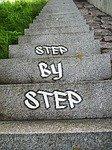Treppe mit Text Schritt für Schritt beim Hosen bügeln