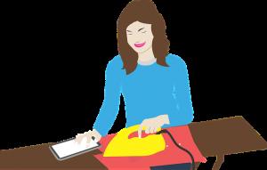 Skizzierte Frau bügelt mit einem Bügeleisen